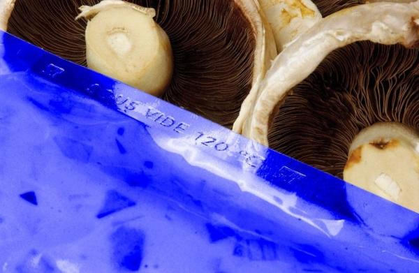 200 x 300 90mu Blue Tint Boilable Vacuum Pouch (Qty x800) 1